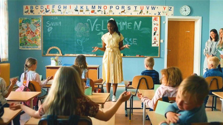女孩下乡教书,却总遇见怪事,一问居然牵出一桩四十年前的命案!