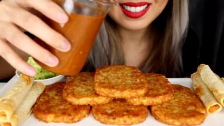 脆脆的哈斯朗奶酪、辣椒酱、玉米片,美女咀嚼声比音乐还好听