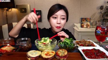 美女亲自下厨,烹制鱿鱼米肠,吃得太美了