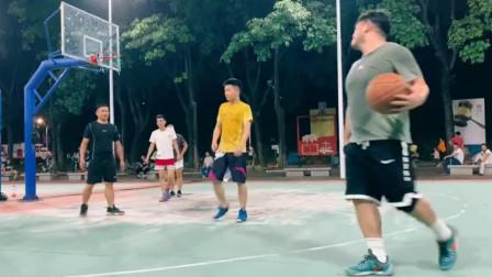 篮球场上惊现一位灵活的胖子,运球花里胡哨,单手上篮的操作很帅气!