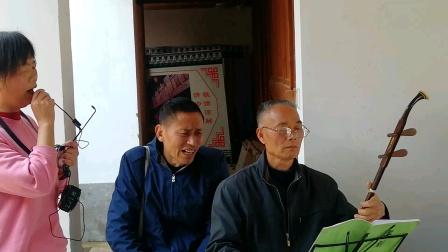 浦江县戏迷徐姐和平安快乐在东街演唱婺剧《十里长亭》(二)