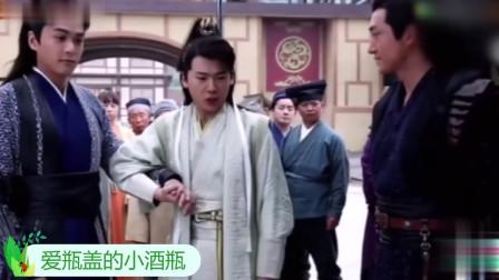 张若昀调侃自己和郭麒麟在《庆余年》剧组关系,主持人笑而不语!