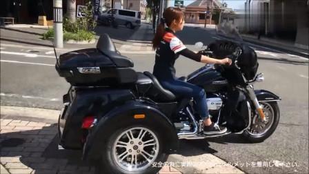 女司机试骑三轮摩托机车,动力十足,坐姿很专业