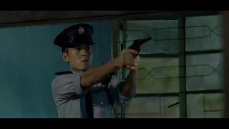 陈冠希那会还是意气风发的,穿警服的样子帅呆了