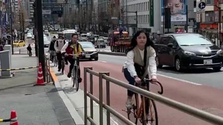 疫情中的日本,街头上的人都戴着口罩,看来重视程度已经特别高了