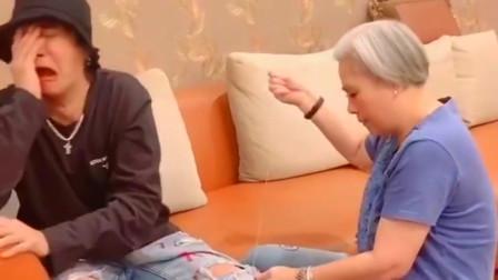 罗志祥妈妈都满头白发了,还在帮儿子缝裤子,40多岁感情也不让人省心!