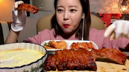 韩国宽粉小姐姐吃芝士猪排饭,一根根肋排撸着吃,太过瘾了