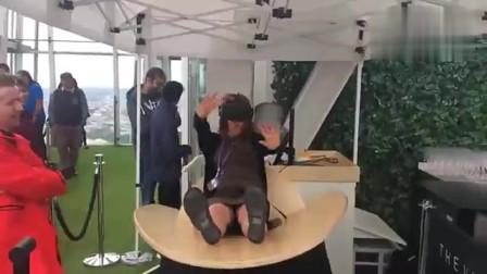 千万别穿短裙体验VR,尴尬了都不知道!