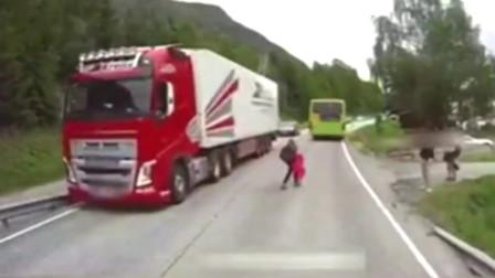 实拍瑞典沃尔沃大货车极限刹车,小学生横穿马路急刹,广告都不敢这么拍