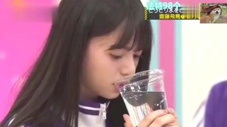让女艺人喝带电的水,直接将其电的花枝乱颤!