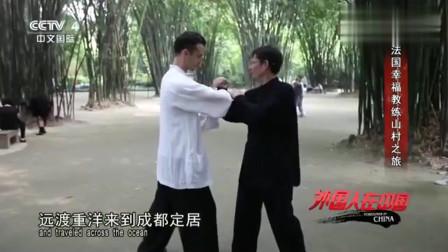 老外在中国:法国小伙厌倦了富裕的生活到中国寻找幸福,爱上了苗寨的慢生活