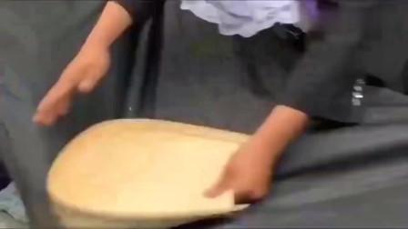 看了几百遍也没看明白,河南大叔是如何把大米变成爆米花的