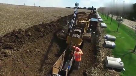 看英国人的挖沟埋管机器,用起来太方便了,国内都没见过