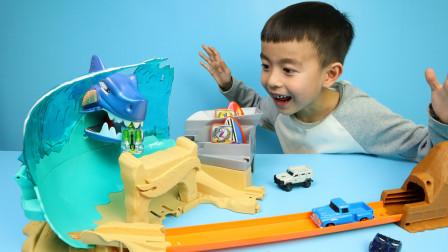 风火轮小汽车玩具飞越鲨鱼海滩争霸赛道