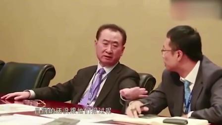 万达董事会霸气下令,冯小刚瞬间被秒,王健林手撕冯小刚跟玩似的
