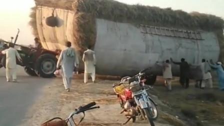 不是印度司机太菜,这拖拉机比百吨王都狂