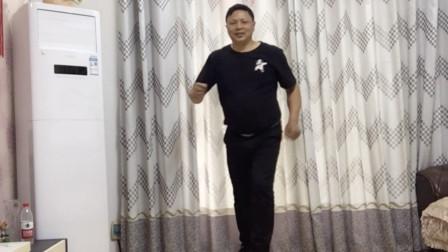 200斤胖子跳《流氓步》,每天坚持训练10分钟,超级暴汗燃脂