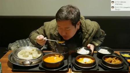 韩国大叔点4份韩国料理!特色的砂锅酱汤太下饭了!