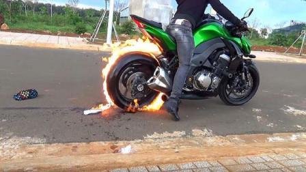 国外减少人口新方式,火焰也能修补轮胎?拿来汽油实测的效果有点出乎意料