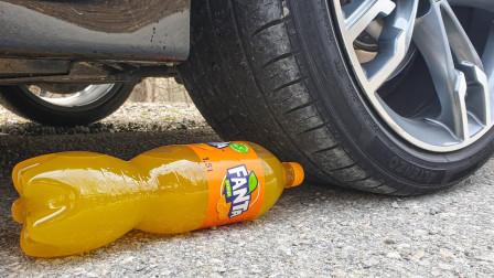 将一瓶芬达放在车轮胎下,一脚油门踩下去,结果你猜怎么着?
