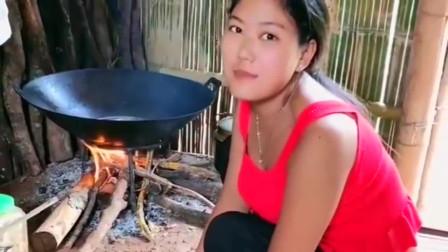 缅甸女人离婚2年,就想再找个30岁以上的中国小哥,我很喜欢!