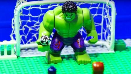 乐高超级英雄踢足球-钢铁侠,绿巨人,小丑。