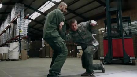 俄罗斯军人教你如何防御正面而来的拳击