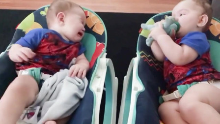国外双胞胎小宝宝的日常生活,小时候不能说的秘密,太可爱了!