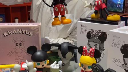 收藏潮玩的人都有的收藏,迪士尼的米奇老鼠联名潮玩集合。