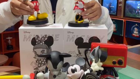 迪士尼与MOLLY的联名限量版潮玩