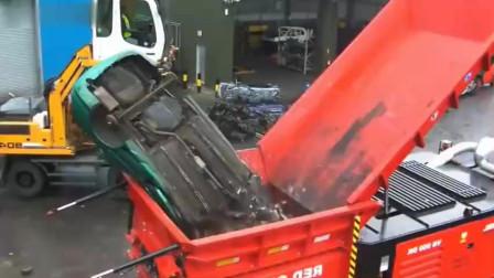 据说破碎机秒杀一切,但一辆车放进破碎机呢?结果果然在意料中