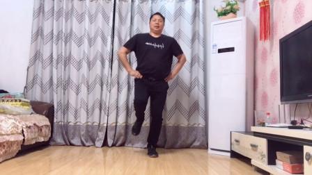 大众健身操,动感的舞曲,配上时尚的舞步,减压减重