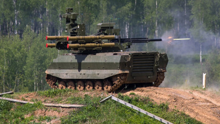 300名敌军6小时歼灭,俄罗斯无人战车实战刷经验,这回开眼界了