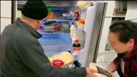 老外在中国:洋女婿跪着整理冰箱,丈母娘也来兴致跟着学他,这幕把我乐坏了