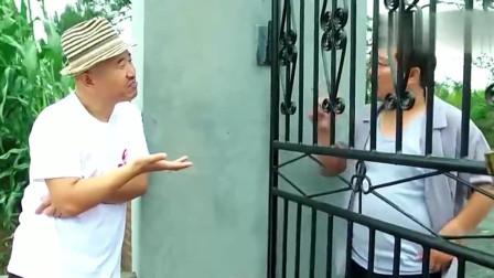 刘能和谢广坤隔着铁大门比学问,看一次笑一次