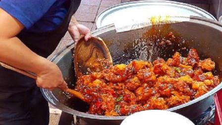 大姐街头卖香辣鸡块,一份30块钱惹人馋,食客:100块也不换!