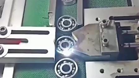 加工轴承的最后一道工序,一秒一个,这回能放心使用了!