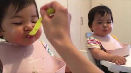 妈妈给双胞胎小宝宝喂饭,结果宝宝们天壤之别的反应太逗了!