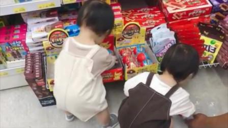 妈妈带双胞胎宝宝逛超市,姐妹俩到了零食区拦都拦不住,吃是孩子的天性!