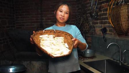 桃子姐和老公一起干农活,做三盘油炸抄手,一家人吃得美滋滋