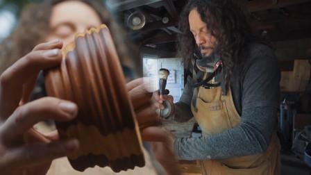 一位盲人木匠,仅靠触觉完成雕刻,一块木头在他的手里变成艺术品