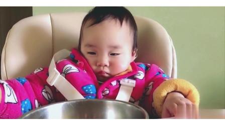 小宝宝太可爱了,吃着东西还能睡着,太可爱了