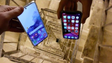 将三星苹果手机从20层楼丢下,谁的质量更好?看完不敢相信