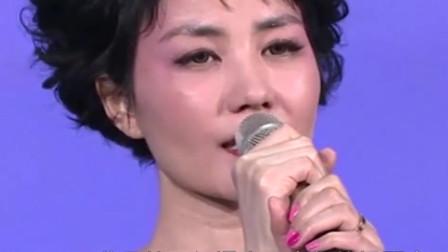 杨钰莹翻唱王菲《传奇》,开口唱的比她还好听,太好听了!