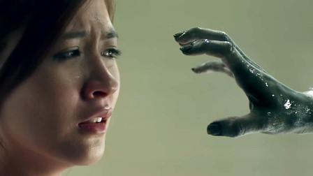 看到这只手你是拔腿就跑,还是给它摸一摸,女主的操作令我傻眼