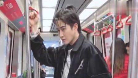泰国明星Mike地铁被偶遇,真人好帅啊!