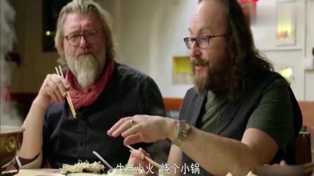 中国火锅闻名世界!老外迷上吃中国火锅,边吃边流泪,直呼:有毒
