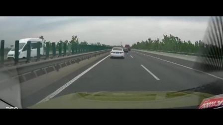 湖北小伙正常高速上行驶,监控拍下,碰到这样的家伙,你说怎么办?