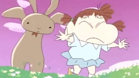 蜡笔小新:玩具兔子被妮妮用来撒气,不了他活了过来,妮妮害怕地将它扔到小新家