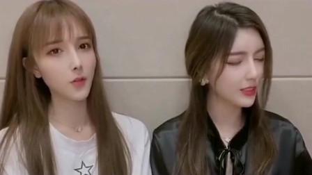 """你们看看这两个美女唱的""""处处吻""""哪个比较好听"""